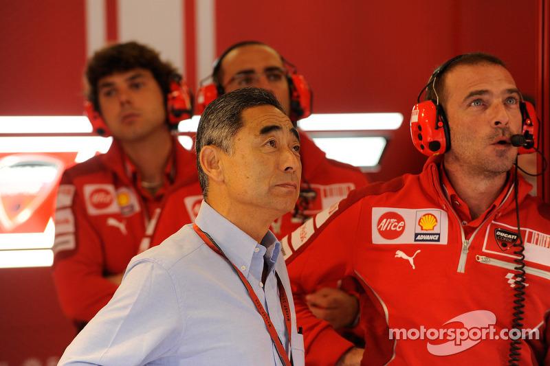 Los miembros del equipo Ducati Marlboro ven acción práctica