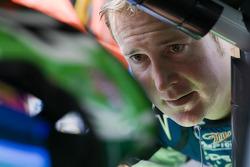 Kurt Busch, Penske Racing Dodge talks to brother Kyle Busch, Joe Gibbs Racing Toyota