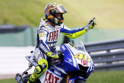 Race winner Valentino Rossi, Fiat Yamaha Team, celebrates