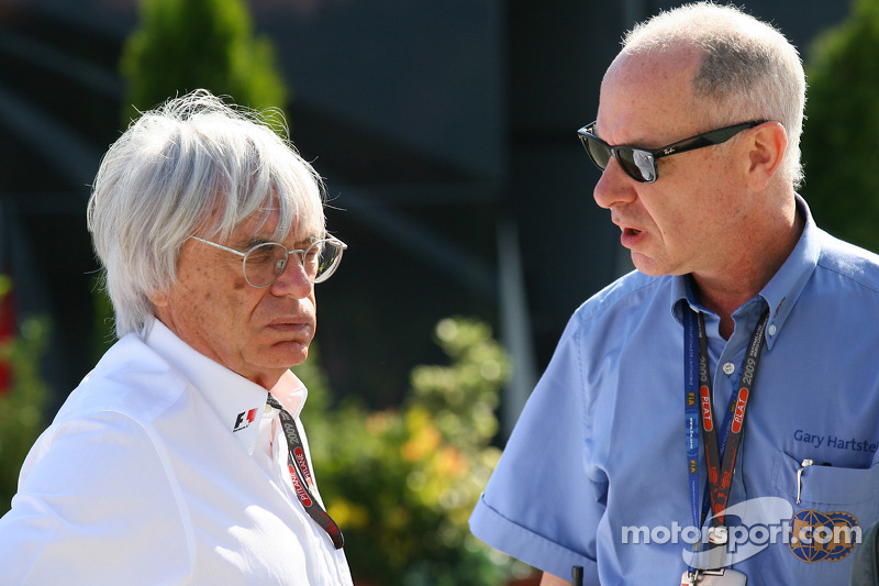 Bernie Ecclestone, President and CEO of Formula One Management talking with Dr Gary Hartstein, FIA Medical Delegate