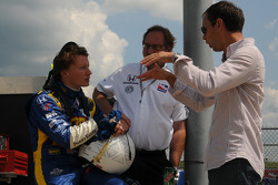 Mike Conway, Dreyer & Reinbold Racing talks with Darren Manning and Dennis Reinbold