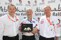 Simon Long presented the Abu Dhabi Spirit of the Rally award to Gerard Quinn and Olivier Quesnel, after both Ford and Citroen confirmed their participation in the 2010 WRC