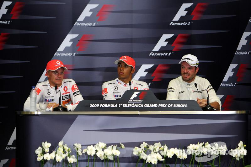 Conferencia de prensa de la FIA: Ganador de la pole Lewis Hamilton, McLaren Mercedes, segundo puesto Heikki Kovalainen, McLaren Mercedes y el tercero Rubens Barrichello, Brawn GP