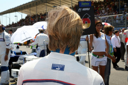 Nick Heidfeld, BMW Sauber F1 Team on the grid before the race with an blue tape on his neck