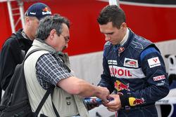 Mikhail Aleshin signs autographs