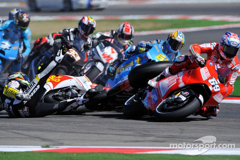 Accident de Colin Edwards, Monster Yamaha Tech 3, Alex De Angelis, San Carlo Honda Gresini, Nicky Hayden, Ducati Marlboro Team
