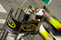 Greg Biffle, Roush Fenway Racing Ford takes the green flag on a restart