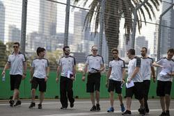 Ромен Грожан, Haas F1 Team изучает трассу с командой