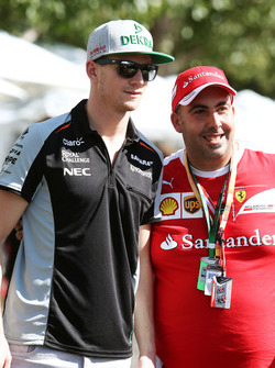 Nico Hulkenberg, Sahara Force India F1 con un fan