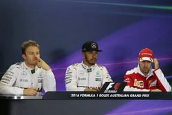 Обладатель поула - Льюис Хэмилтон, Mercedes AMG F1 Team, второе место - Нико Росберг, Mercedes AMG F1 Team, третье место - Себастьян Феттель, Ferrari на пресс-конференции
