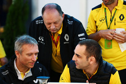 Гийом Буассо, директор бренда Renault Group, Фредерик Вассёр, гоночный директор Renault Sport F1 Team и Сириль Абитбуль, управляющий директор Renault Sport F1
