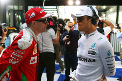 Kimi Raikkonen, Ferrari con Nico Hulkenberg, Sahara Force India F1