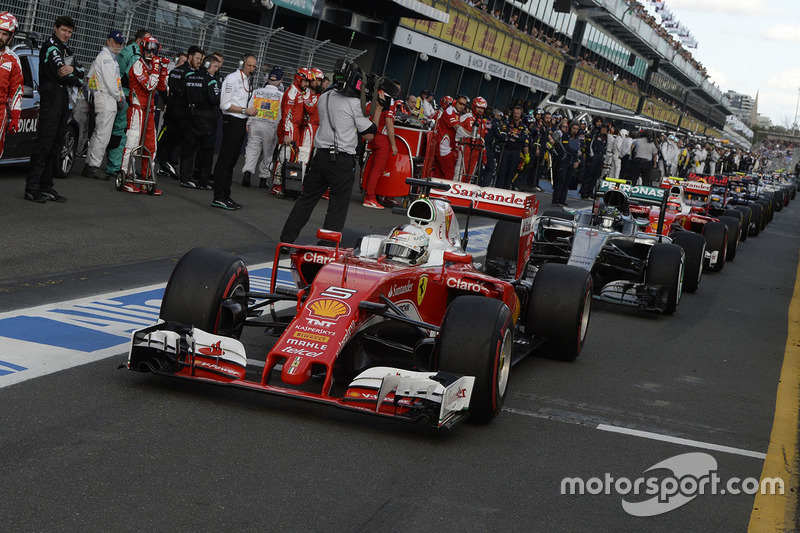 De openingsrace in de Formule 1 dit jaar leek lange tijd uit te lopen op een verrassing, wie ging er tot de code rood aan de leiding van de wedstrijd?