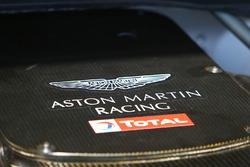 Aston Martin con logo Total