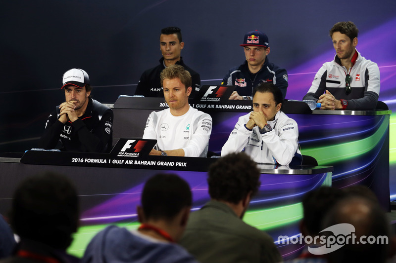 La Conferencia de prensa FIA Pascal Wehrlein, Manor Racing; Max Verstappen, Scuderia Toro Rosso; Romain Grosjean, Haas F1 Team; Fernando Alonso, McLaren; Nico Rosberg, de Mercedes AMG F1; Felipe Massa, Williams