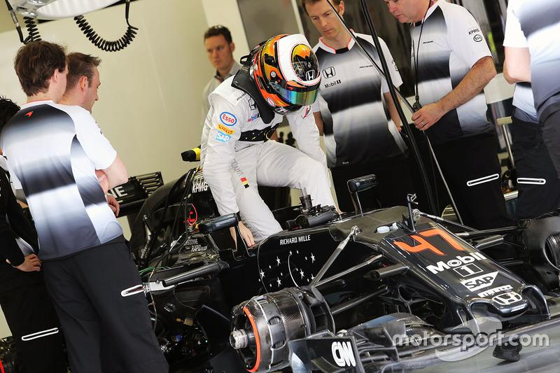 Из-за травм, полученных в аварии на Гран При Австралии, врачи не допустили Фернандо Алонсо к следующей гонке. В Бахрейне за рулем McLaren его заменил бельгиец Стоффель Вандорн