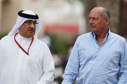 Рон Деннис, руководитель и владелец McLaren и шейх Мохамменд бин Эсса Аль Халифа, генеральный директор совета экономического развития Бахрейна