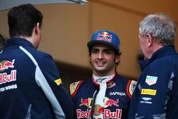 James Key, Director técnico de Scuderia Toro Rosso, Carlos Sainz Jr., Scuderia Toro Rosso y el Dr. Helmut Marko, Red Bull Motorsport Consultor