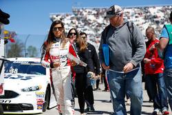 Dale Earnhardt Jr., Hendrick Motorsports, Chevrolet  schreibt Autogramme