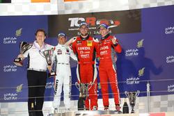 Первое место - Пепе Ориола, SEAT Leon, Team Craft-Bamboo LUKOIL, второе место - Джанни Морбиделли, Honda Civic TCR, West Coast Racing и третье место - Джеймс Нэш, Seat Leon Team Craft-Bamboo LUKOIL