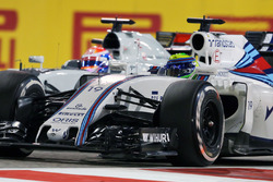 Felipe Massa, Williams FW38 and Romain Grosjean, Haas F1 Team VF-16 battle for position