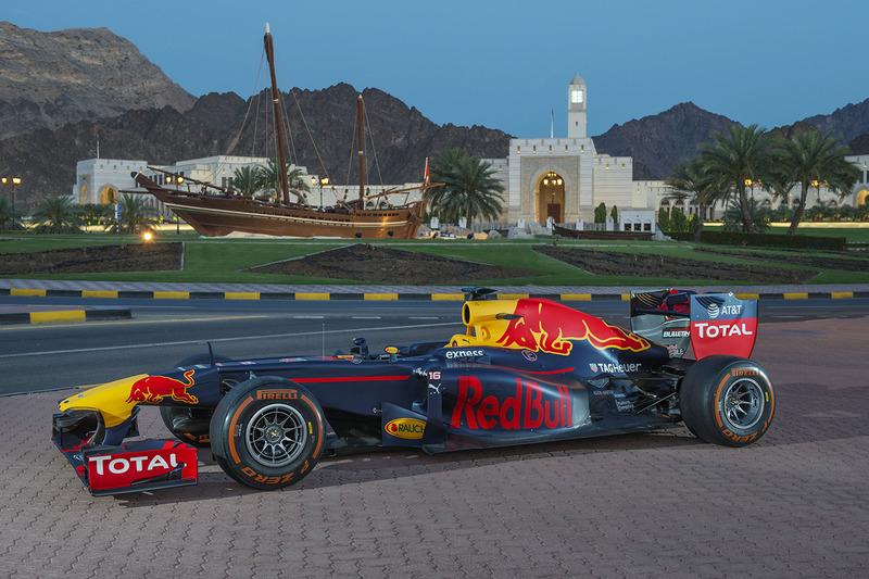 Red Bull Racing durante un show en Omán