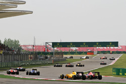 Kevin Magnussen, Renault Sport F1 Team RS16 and Max Verstappen, Scuderia Toro Rosso STR11