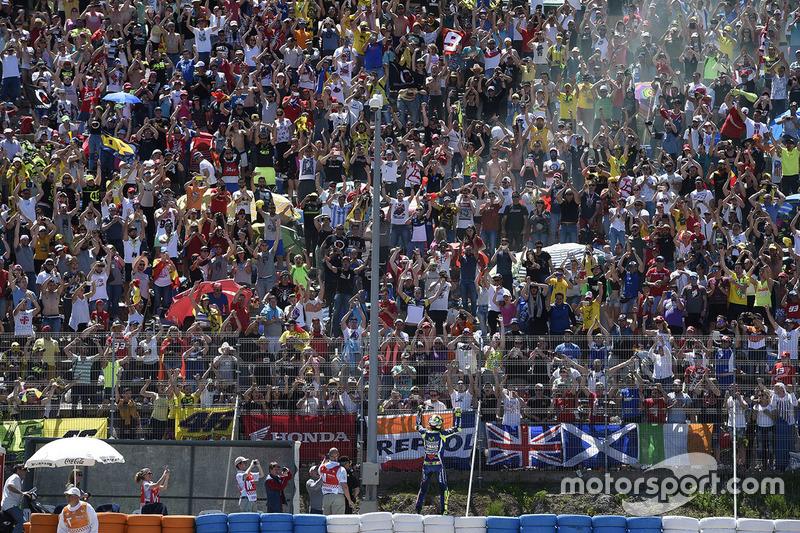Ganador, Valentino Rossi, Yamaha Factory Racing celebra con los fans