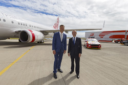 V8 Supercars CEO James Warburton ve Virgin Australia Group CEO John Borghetti