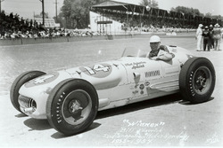 Yarış galibi  Bill Vukovich