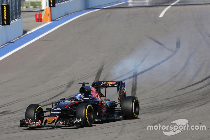 Hoeveel races reed Max Verstappen voor Toro Rosso voordat hij overstapte naar Red Bull Racing?