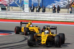 Kevin Magnussen, Renault Sport F1 Team RS16 leads team mate Jolyon Palmer, Renault Sport F1 Team RS16