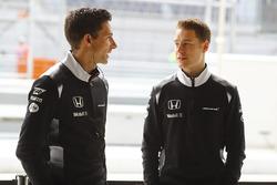 Стоффель Вандорн, тестовый и резервный пилот McLaren и Марк Темпл, гоночный инженер McLaren