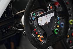 #33 Excellence Porsche Team KTR Porsche 911 GT3-R detalle del volante