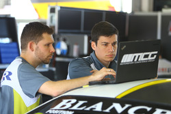 Ingenieure von Rowe Racing