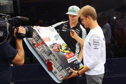 Nico Hülkenberg, Sahara Force India F1; Nico Rosberg, Mercedes AMG F1