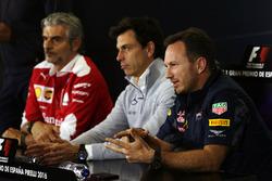 La Conferencia de prensa de la FIA, director del equipo Ferrari; Toto Wolff, Mercedes AMG F1 accionista y Director Ejecutivo; Christian Horner, jefe de equipo de carreras de Red Bull Racing Team