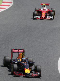 Max Verstappen, Red Bull Racing RB12, und Kimi Räikkönen, Ferrari SF16-H