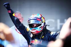 Победитель гонки - Макс Ферстаппен, Red Bull Racing празднует в закрытом парке