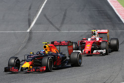 Max Verstappen, Red Bull Racing and Kimi Raikkonen, Scuderia Ferrari