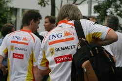 The renault team still have ING on the team clothing