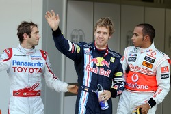 Pole position for Sebastian Vettel, Red Bull Racing with Jarno Trulli, Toyota F1 Team and Lewis Hamilton, McLaren Mercedes