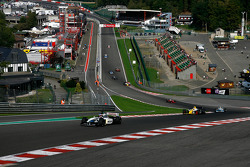 1st lap in the up-hill at Eau Rouge; leading, #5 Frits Van Eerd F1 Tyrrell 026