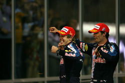 Podio: ganador de la carrera Sebastian Vettel, Red Bull Racing, con el segundo lugar Mark Webber, Red Bull Racing
