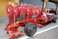F1 Clienti: Giancarlo Fisichella and Marc Gene pose with competitors