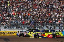 Jimmie Johnson, Hendrick Motorsports Chevrolet and Mark Martin, Hendrick Motorsports Chevrolet