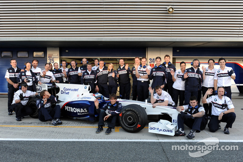 BMW Sauber team wave good bye