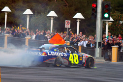 Top 12 victory lap parade: Jimmie Johnson, Hendrick Motorsports Chevrolet celebrates with burnouts