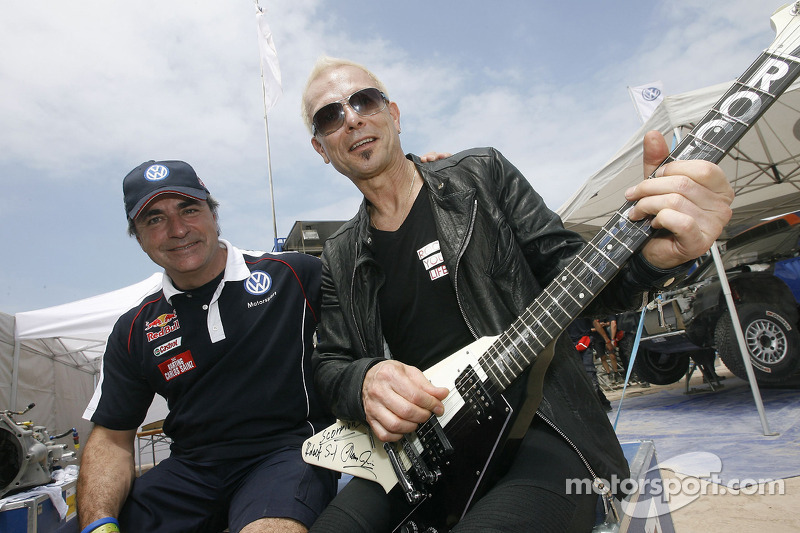 Carlos Sainz et Rudolf Schenker du groupe de rock Scorpions