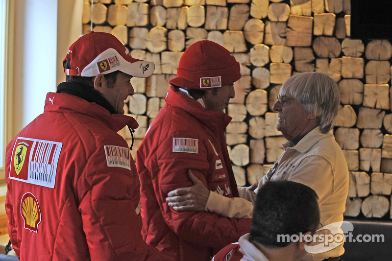 Giancarlo Fisichella et Fernando Alonso avec Bernie Ecclestone